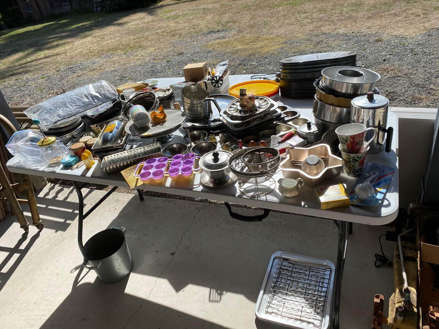 Lot # 267 - Misc. Selection of Kitchen Items: Baking Dishes, Salt & Pepper Shakers, Some Tupperware, Roasting Pans & More.. (main image)