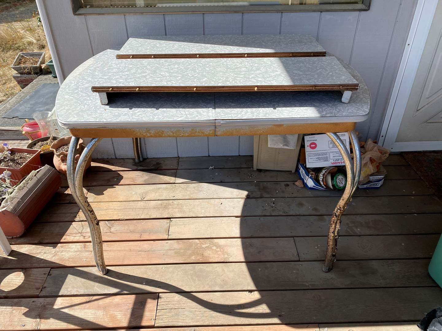 Lot # 292 - Vintage Formica Table w/2 Leaves (main image)