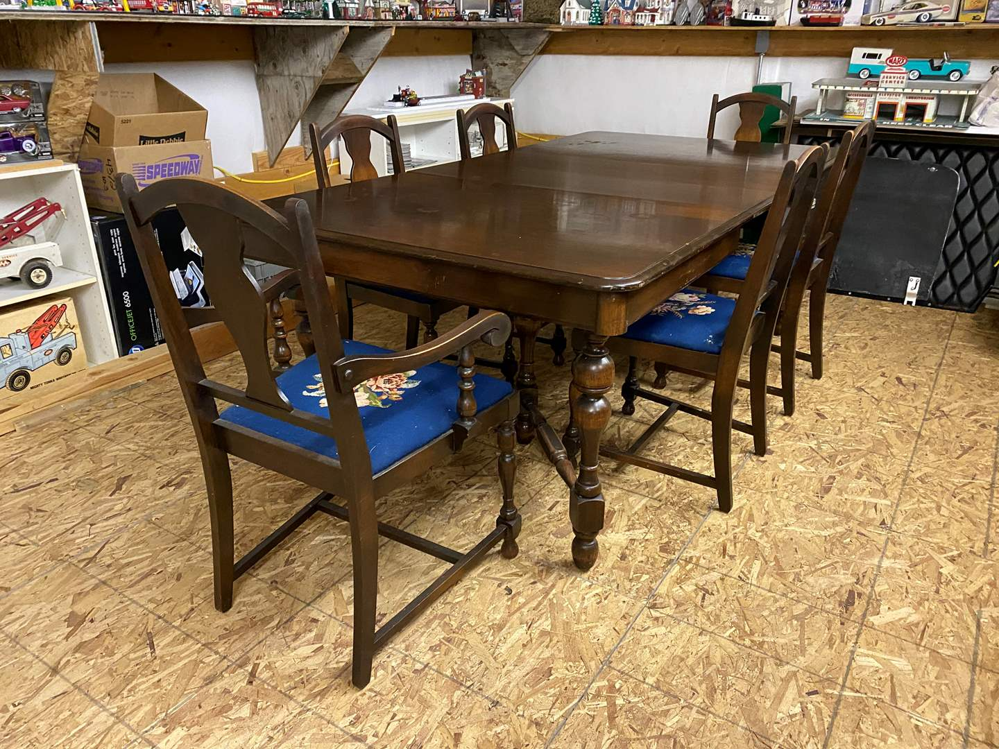 Lot # 311 - Antique Dining Room Table  (main image)
