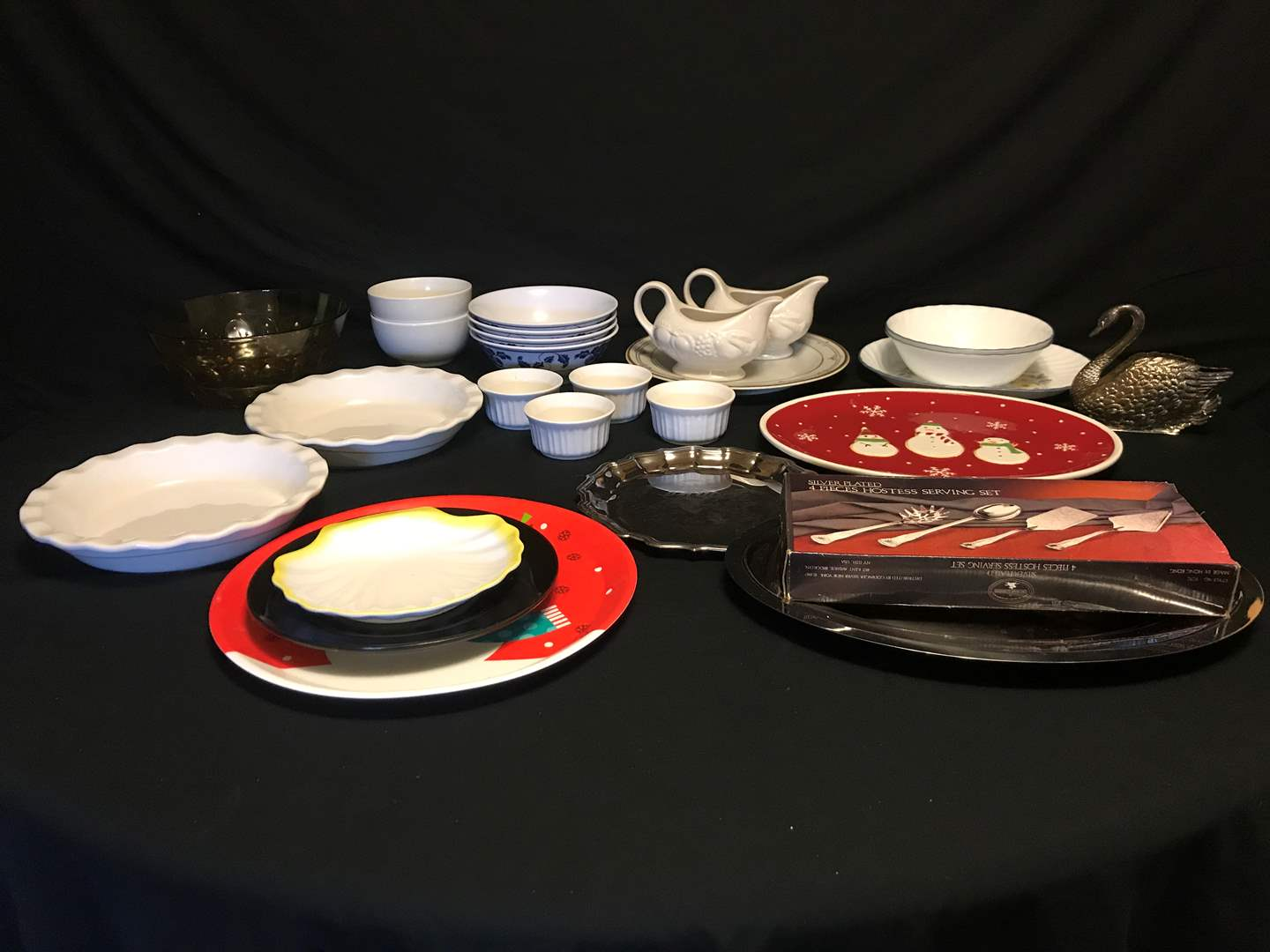 Lot # 59 - Selection of Bowls, Serving Dishes, Some Corelle Bowls, Gravy Dishes & Some Plastic Items (main image)