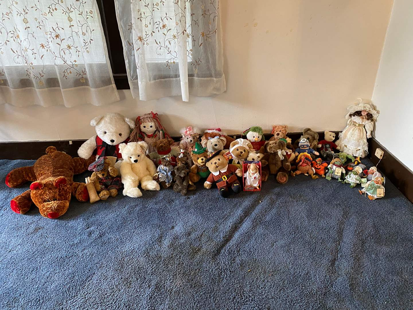 Lot # 93 - Stuffed Animals & Dolls: Russ Country Folks, Boyd Bears, Porcelain Doll, Handmade Bears & More.. (main image)