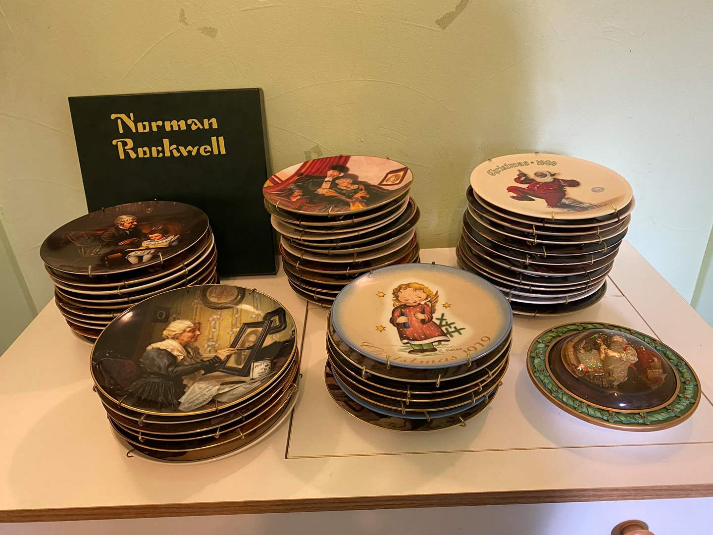 Lot # 81 - Large Selection of Norman Rockwell & Hummel Collector Plates (main image)