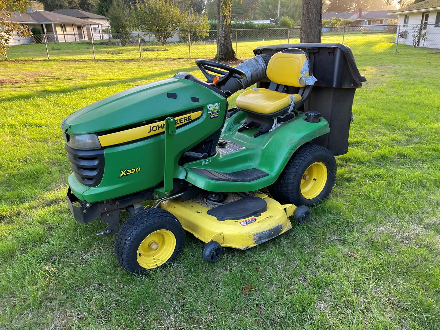 Lot # 1 - John Deere x320 Riding Lawn Mower - Starts Right Up & Runs Great - Please See Video!!  (main image)