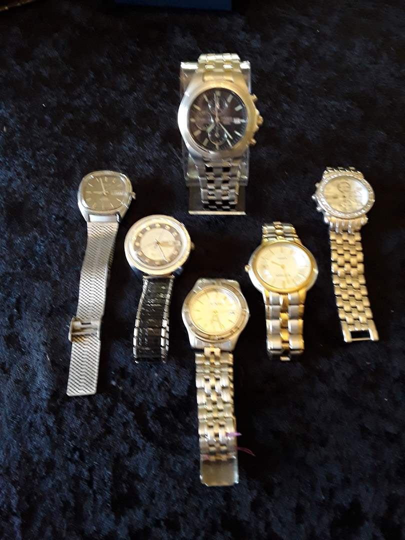 Lot # 82 - Lot of (6) Men's Watches (main image)