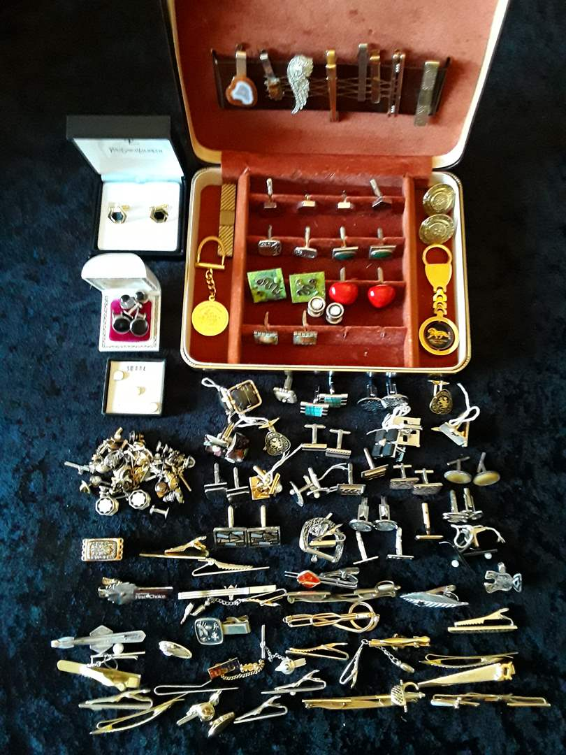Lot # 83 - Large Vintage Men's Cufflinks and Tie Bar Lot (main image)
