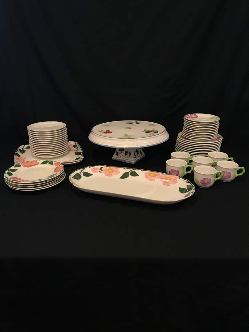 Lot # 64 - Misc. Villeroy & Boch Dinnerware & Serving Dishes (main image)
