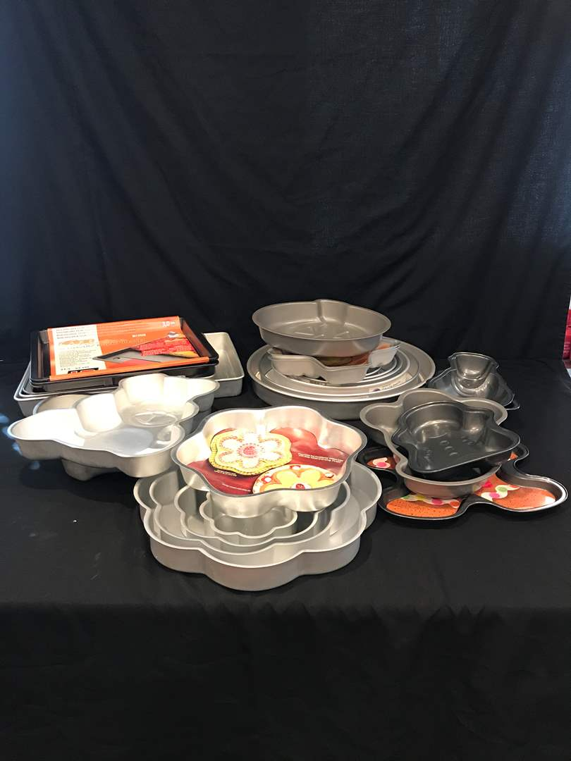 Lot # 75 - Large Lot of Bakeware of Various Shapes & Sizes (main image)