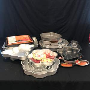 Lot # 75 - Large Lot of Bakeware of Various Shapes & Sizes