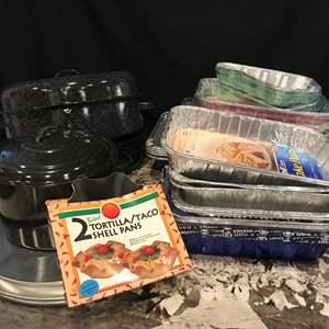 Lot # 80 - Roasting Pans, Tin Baking Pans of Various Sizes, Pizza Pans