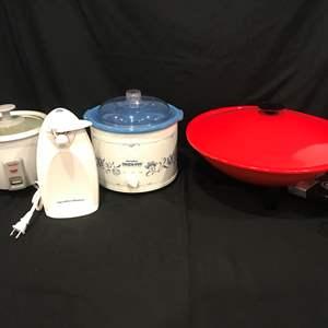 Lot # 85 - Rival Crock Pot, Presto Electric Wok, Hamilton Beach Electric Can Opener, Aroma Rice Cooker