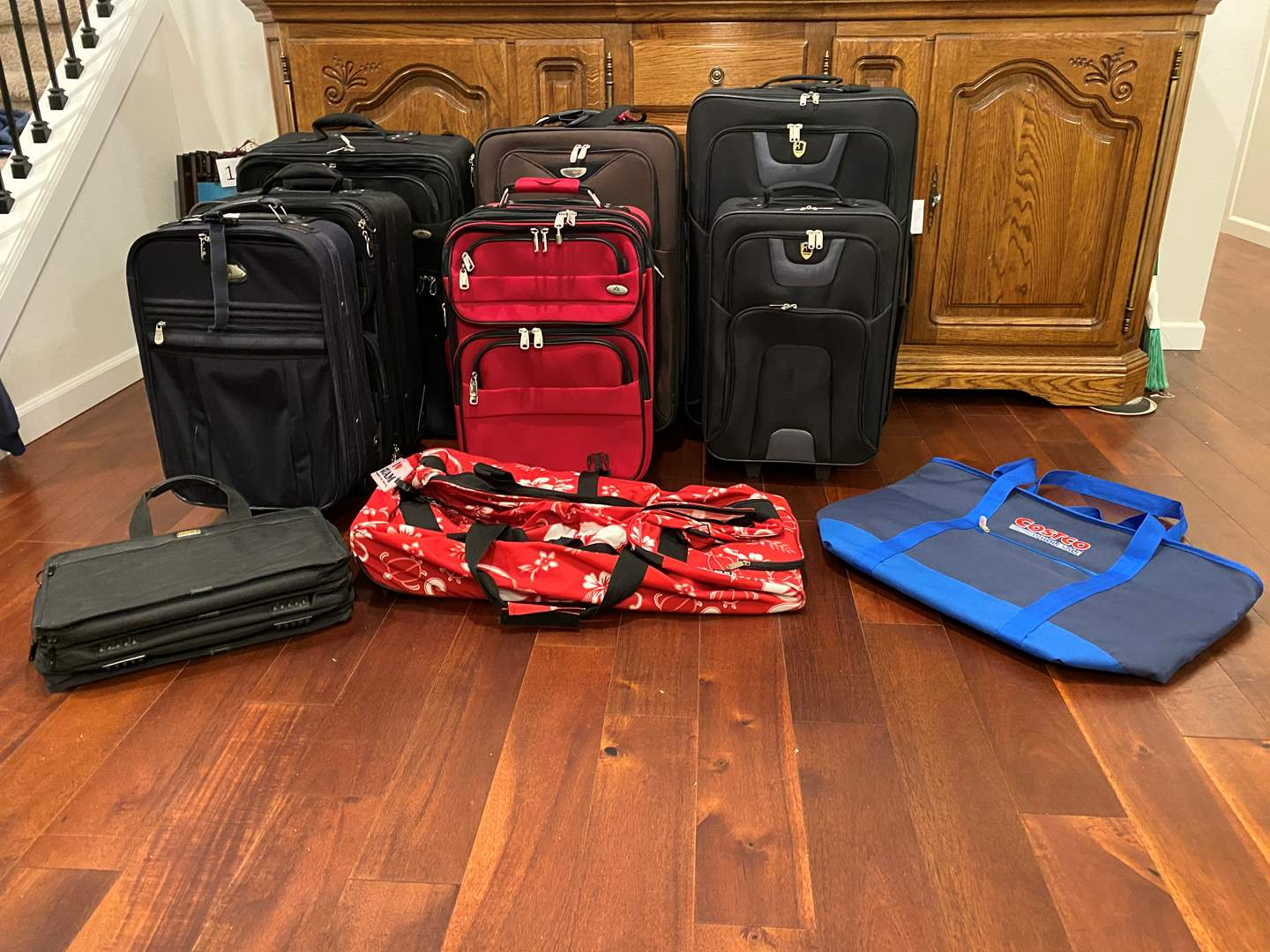 Lot # 141 - Large Selection of Suitcases & Bags: American Airlines, Dockers, Reve & More.. (main image)