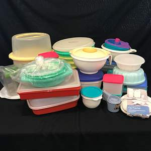 Lot # 95 - Large Lot of Tupperware & Other Misc. Plastics: Cake Containers, Storage of all Shapes & Sizes