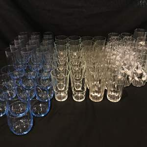 Lot # 207 - Lot of Glasses of Various Sizes