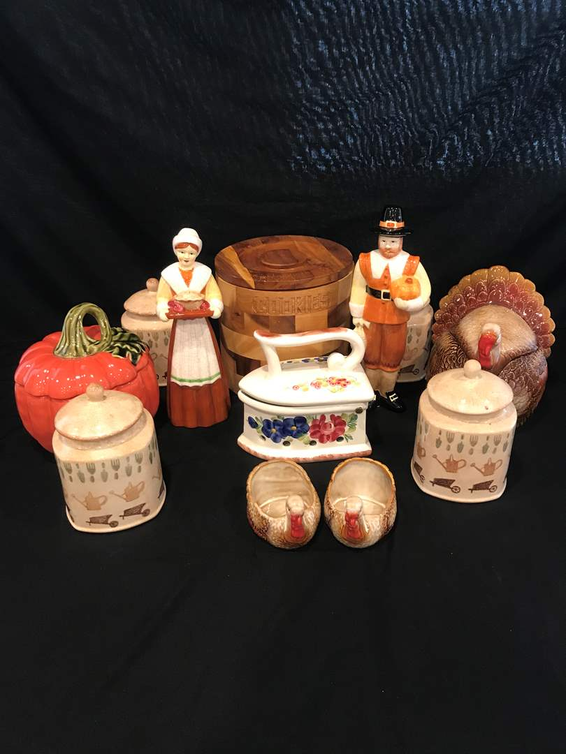 Lot # 212 - Selection of Cookie Jars & Thanksgiving Decor (main image)