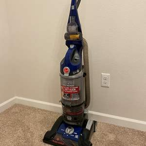 Lot # 204 - Lightly Used Hoover Wind Tunnel 3 Pro-Pet Rewind Vacuum - Works Great