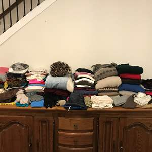 Lot # 226 - Selection of Men & Women's Clothing, Gloves, Sweaters, Hats, Scarfs, Robes & More..