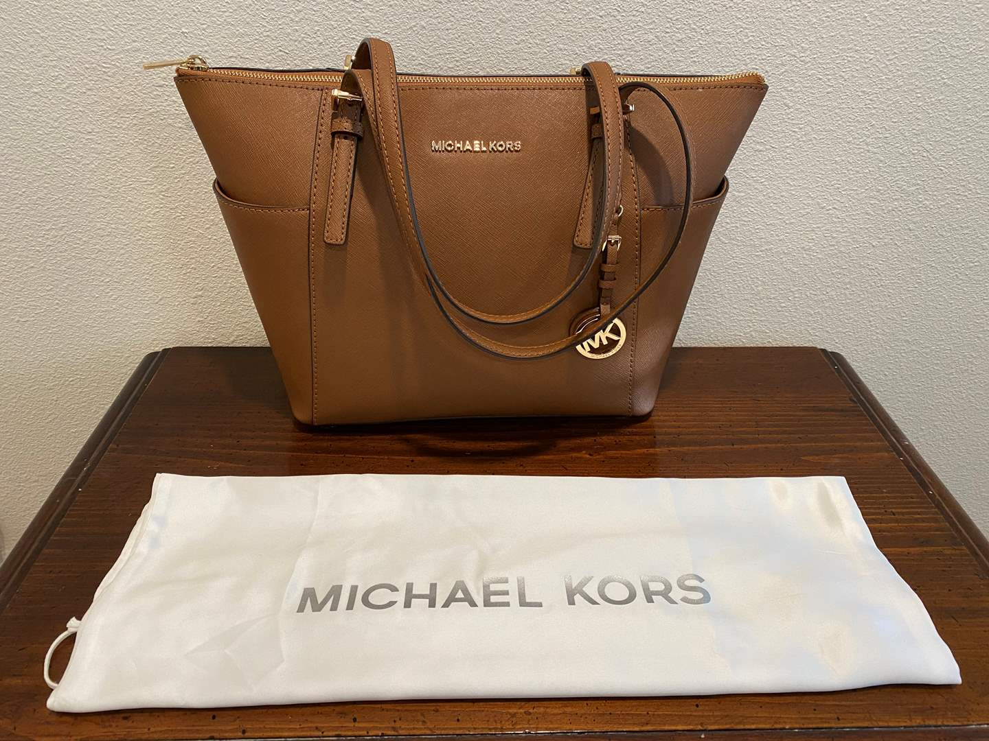 Lot # 256 - New Michael Kors Purse w/Dust Cover (main image)