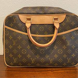Lot # 261 - Used Louis Vuitton Hand Bag