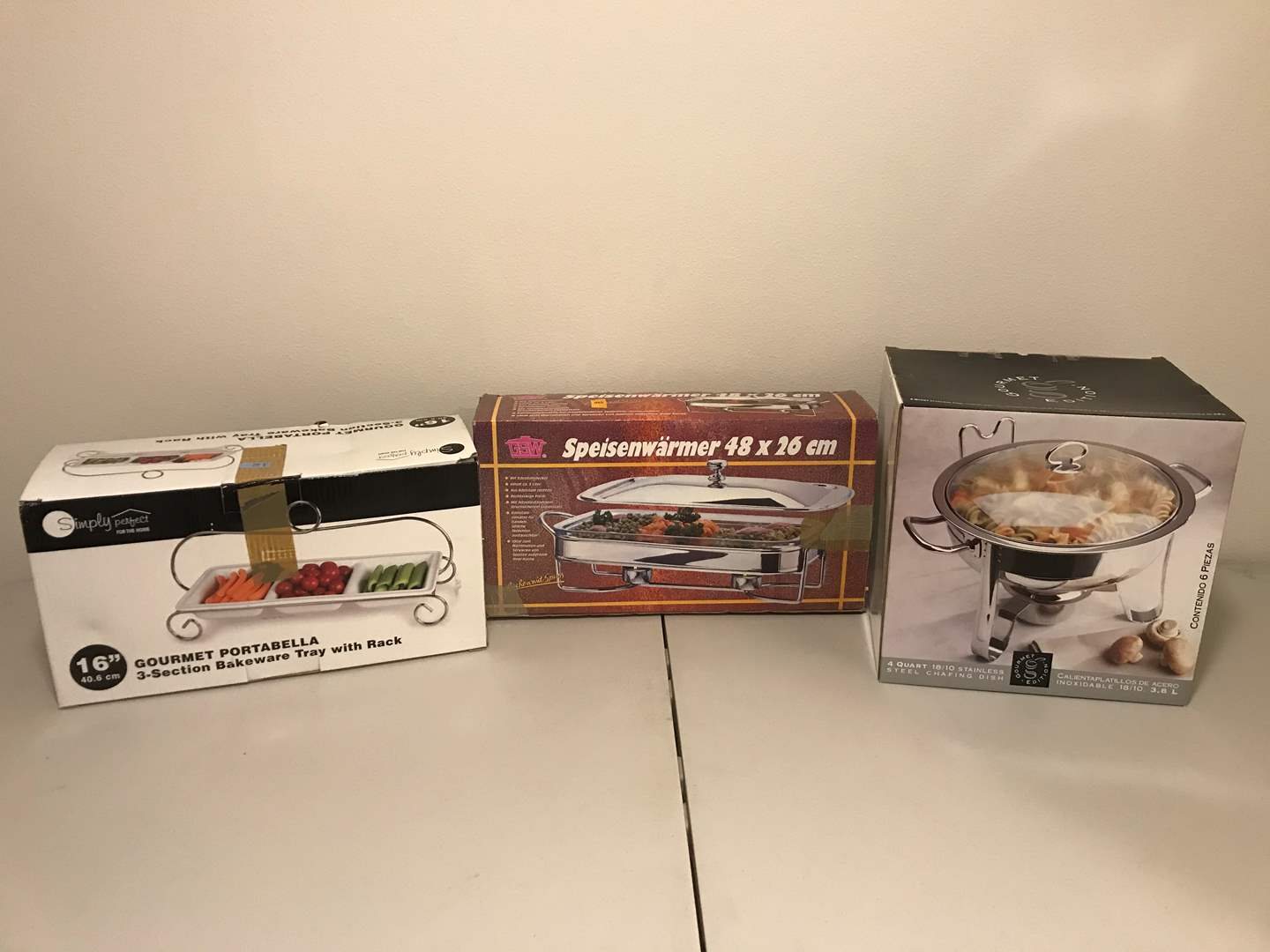 Lot # 287 - New in Box Simply Perfect Serving Tray, Gourmet Edition 4-Quart Chafing Dish, Speisenwarmer Dish Warmer (main image)