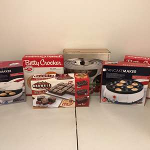 Lot # 289 - New in Box Items: Bifinett Pancake Maker, Betty Crocker Pie Plates, Arcosteel Mixing Bowls & More..