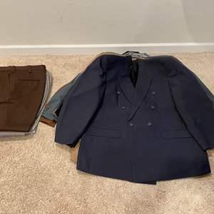 Lot # 316 - Nice Selection of Men's Suit Jackets & Slacks