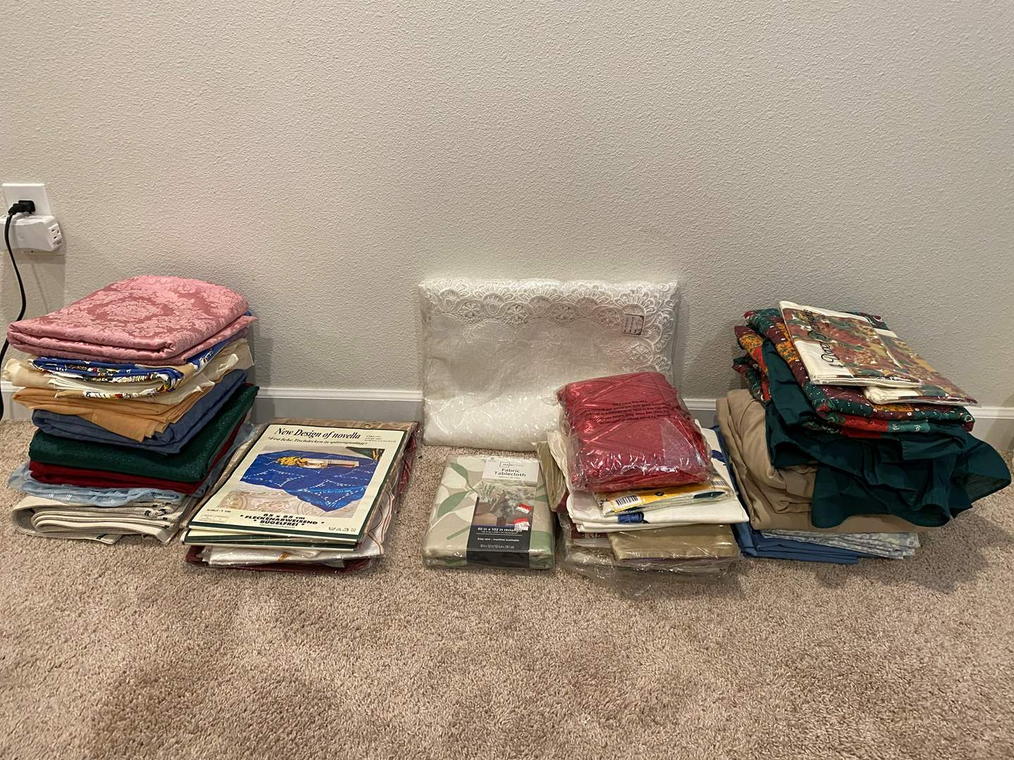 Lot # 320 - New & Used Table Cloths, Sheets & More.. (main image)