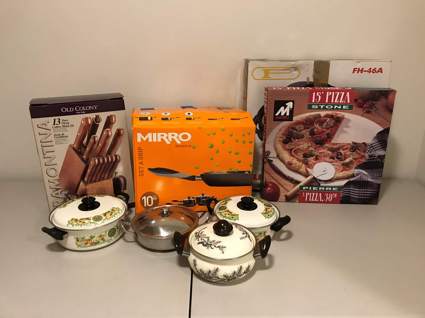Lot # 333 - New in Box MIRRO 10 Piece Set of Pots & Pans, Knives, Pizza Stone & More.. (main image)