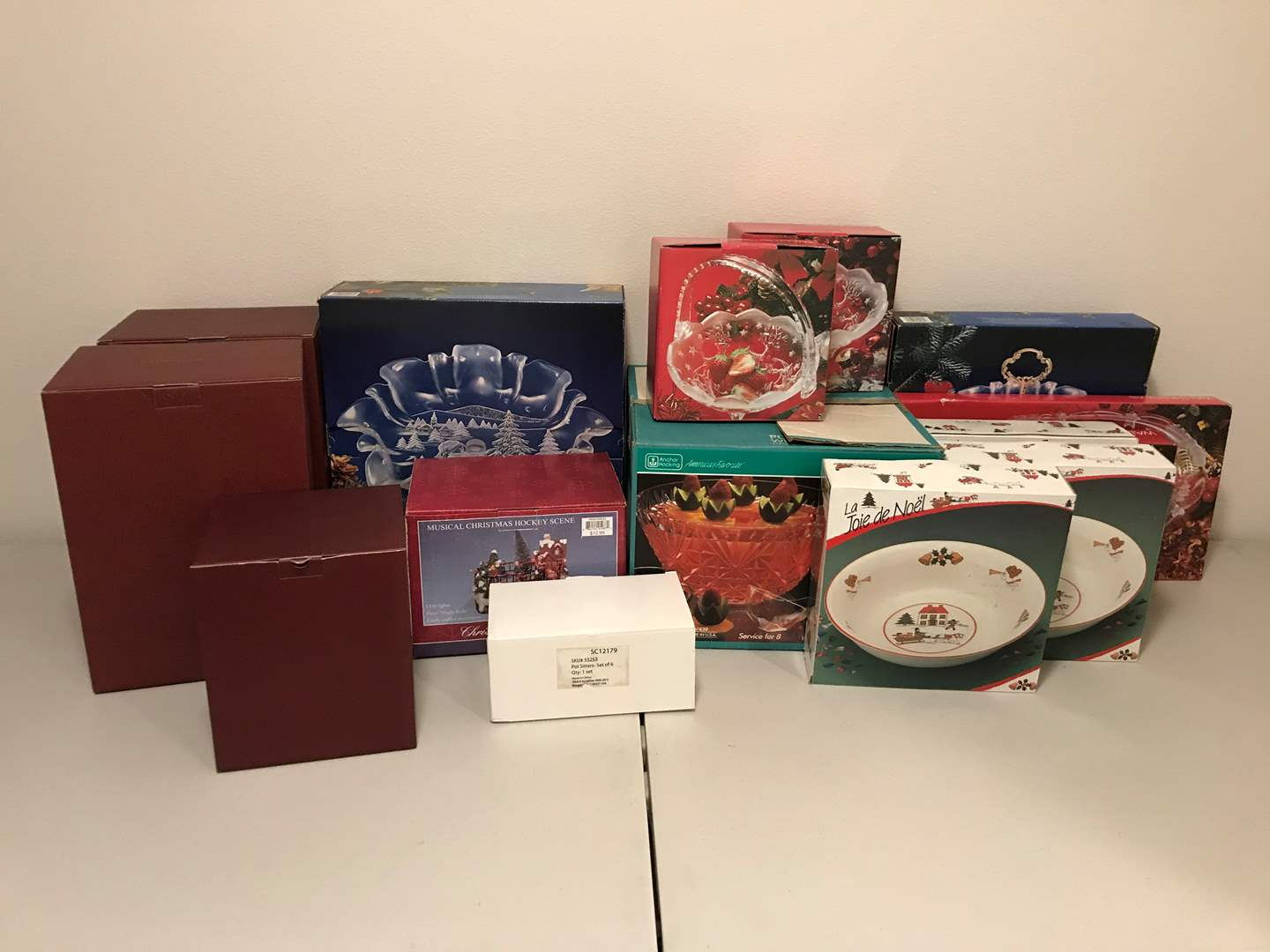 Lot # 335 - Large Selection of Crystal Serving Dishes, Villeroy & Boch Toy's Fantasy Items & More.. (main image)