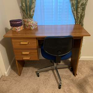 Lot # 359 - Small Desk w/Chair & Sewing Supplies