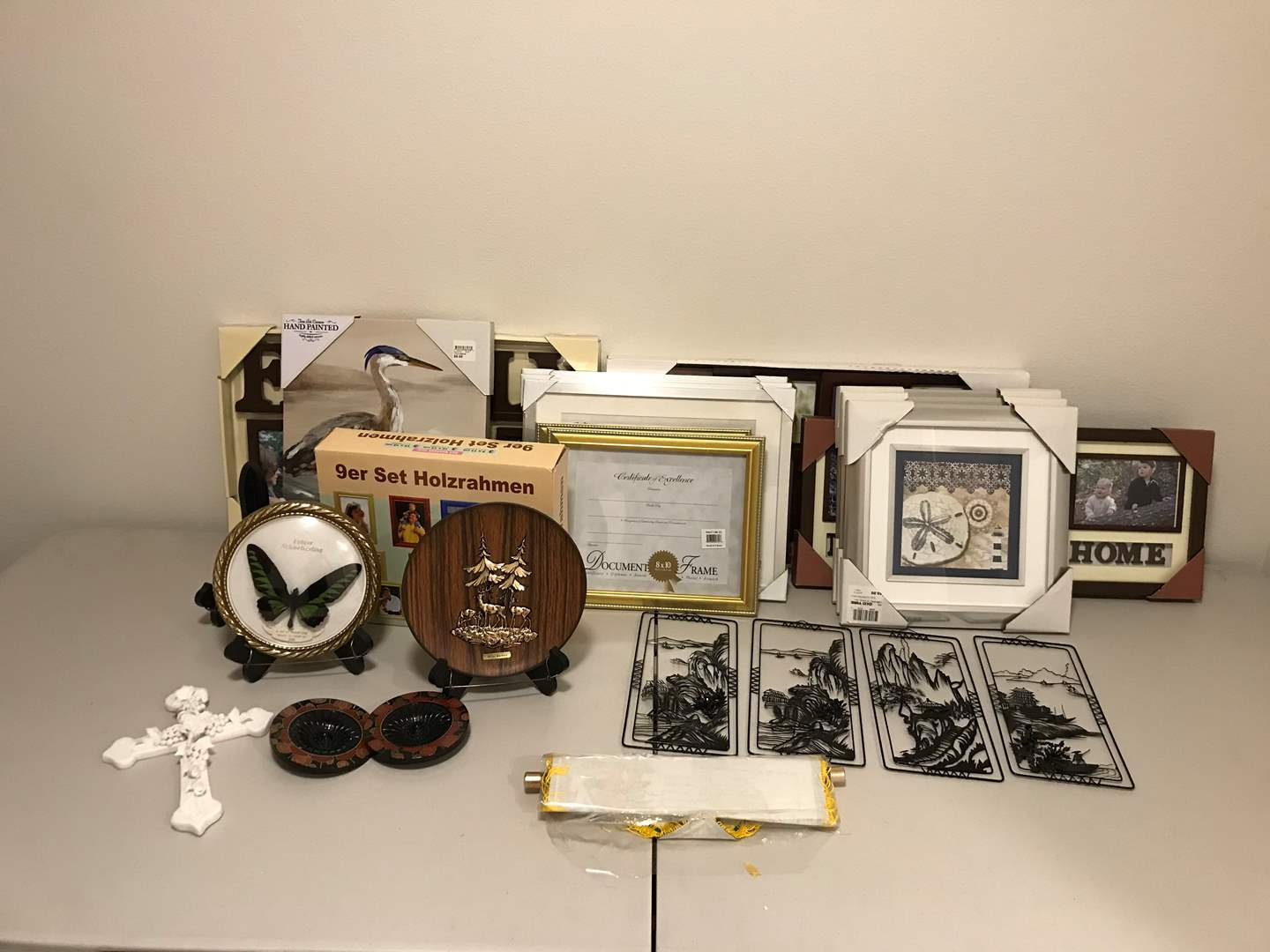 Lot # 343 - Picture Frames & Wall Art (main image)