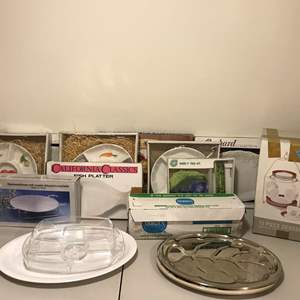 Lot # 339 - Selection of Serving Platters, Dessert Set, Warming Dish & Large Plastic Wrap