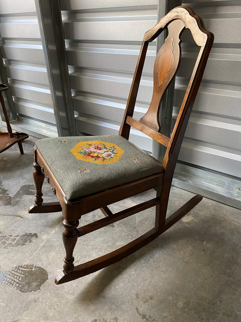 Lot # 3 - Very Cute Vintage Child Size Rocking Chair (main image)