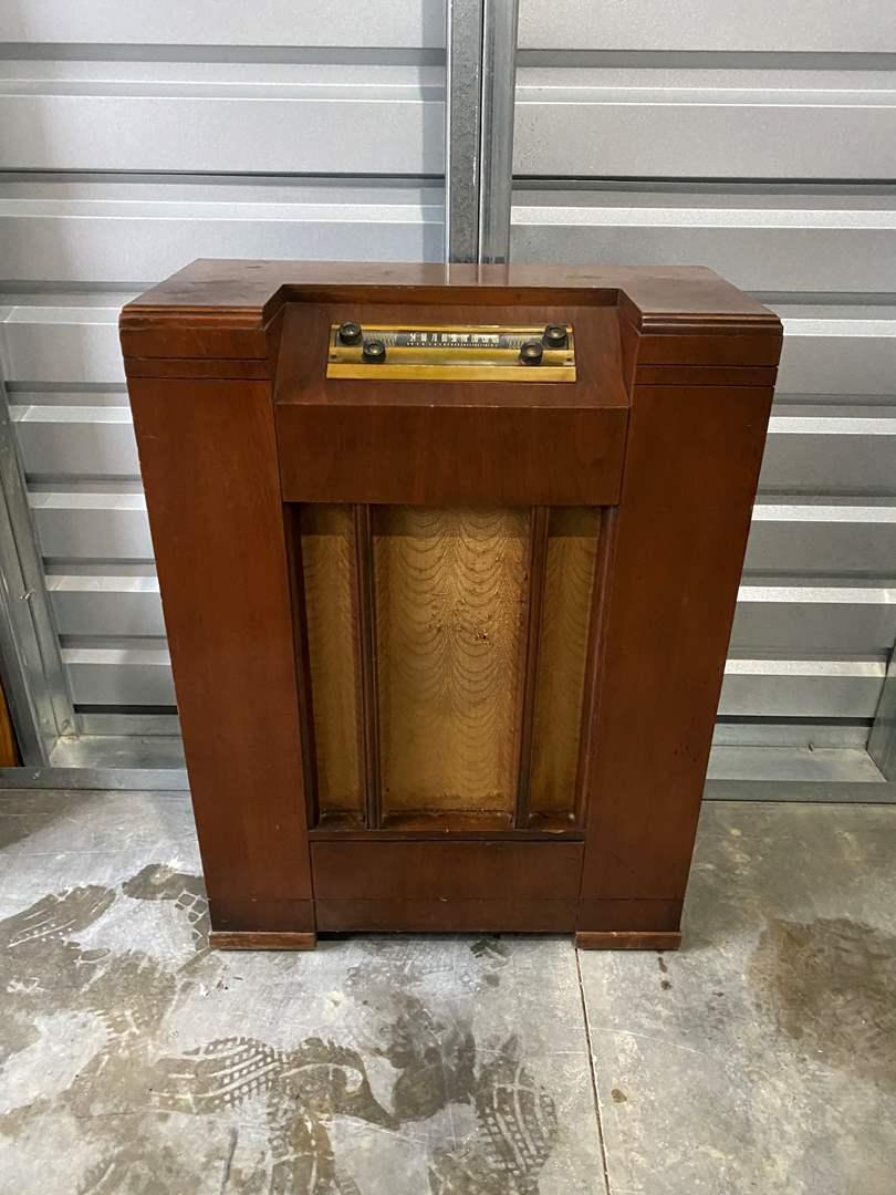 Lot # 9 - Vintage/Antique Silvertone Radio Console - Model #8090 (main image)
