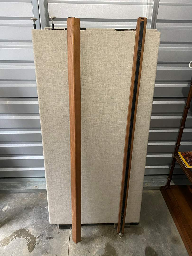 Lot # 20 - Adjustable Office Cubical  (main image)