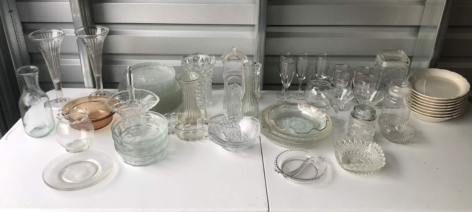 Lot # 44 - Large Selection of Glass Items: Crystal, Stemware, Baking Dishes & More.. (main image)