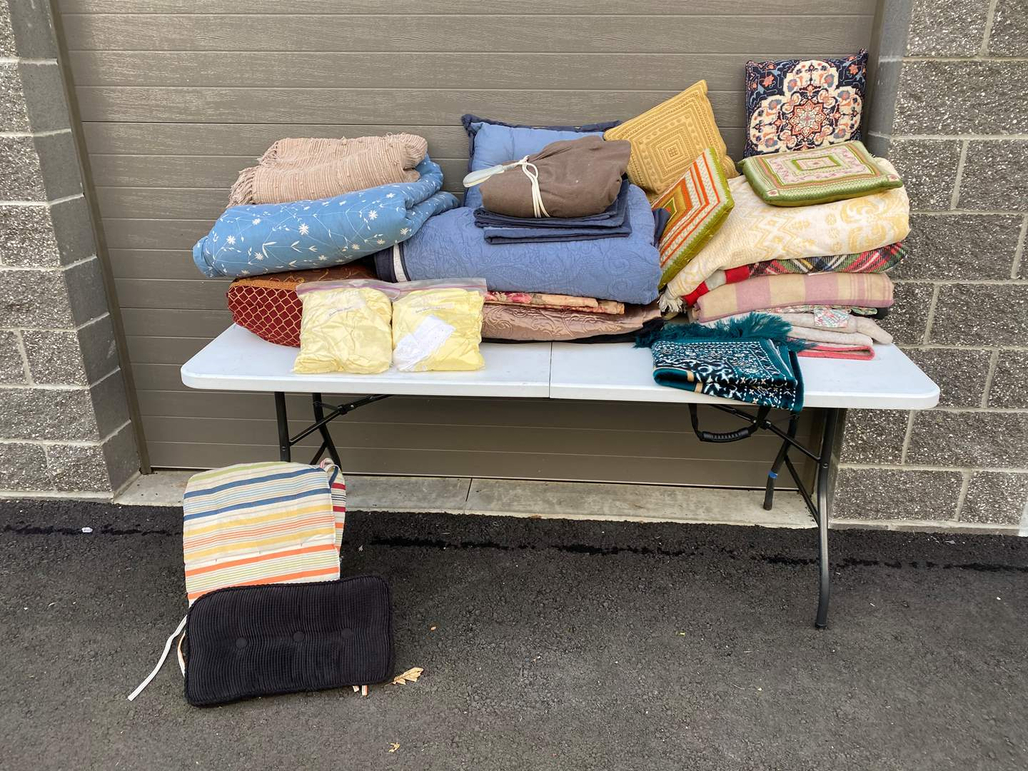 Lot # 62 - Misc. Bedding of Various Sizes & One Rug (main image)