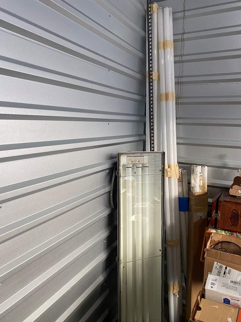 Lot # 71 - Large Heavy Duty Shop Light Fixture w/Misc. Florescent Bulbs (main image)