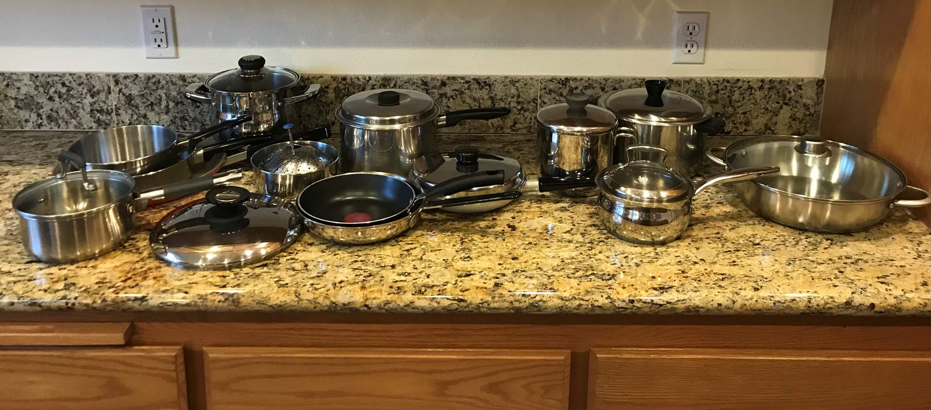 Lot # 59 - Nice Variety of Pots & Pans: Hoffritz, Oneida, T-Fal, Belgique & More.. (main image)
