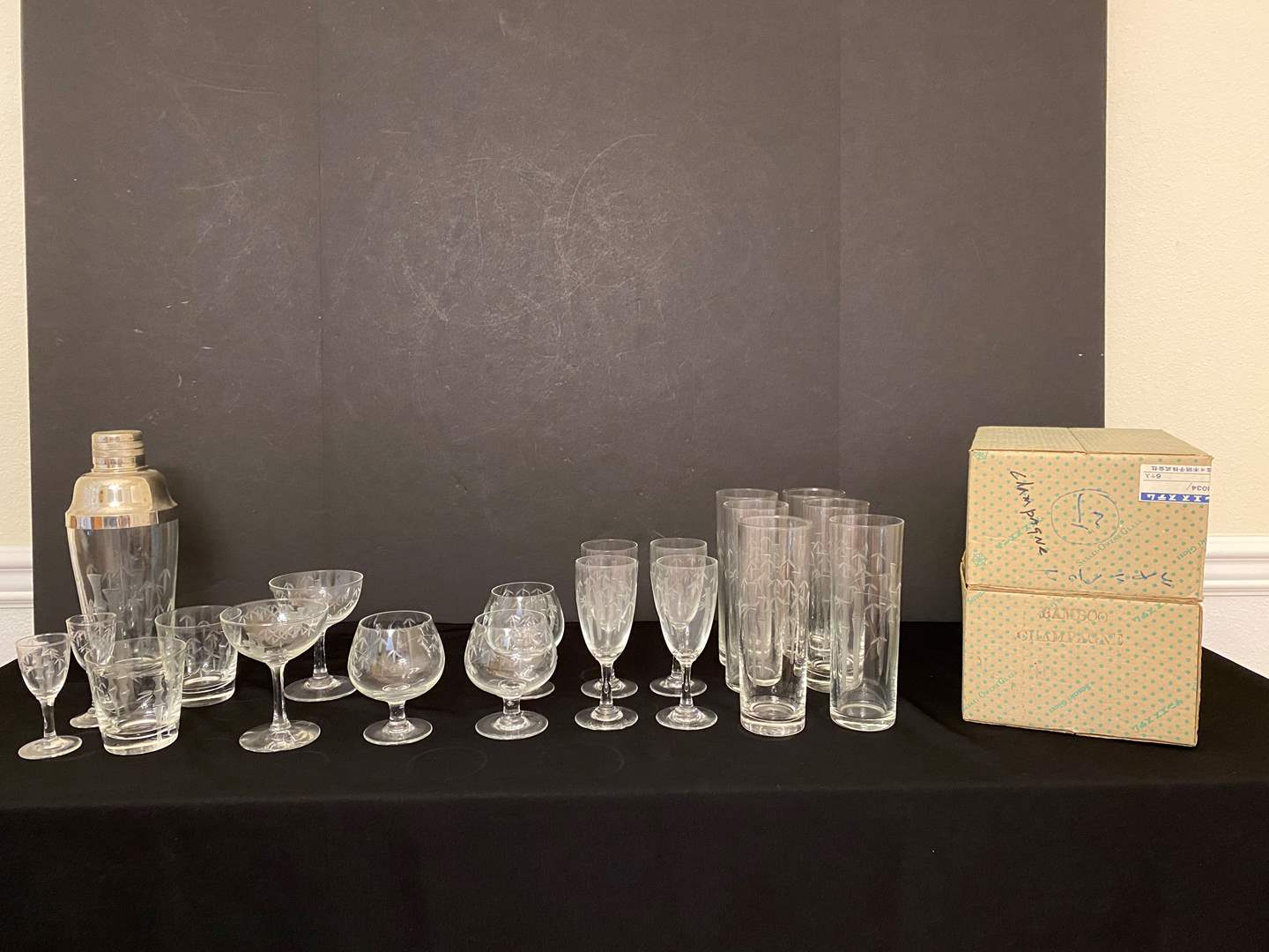 "Lot # 111 - 32 Piece Set of Rare Vintage  ""Sasaki-Owens"" Etched Bamboo Glasses  (main image)"