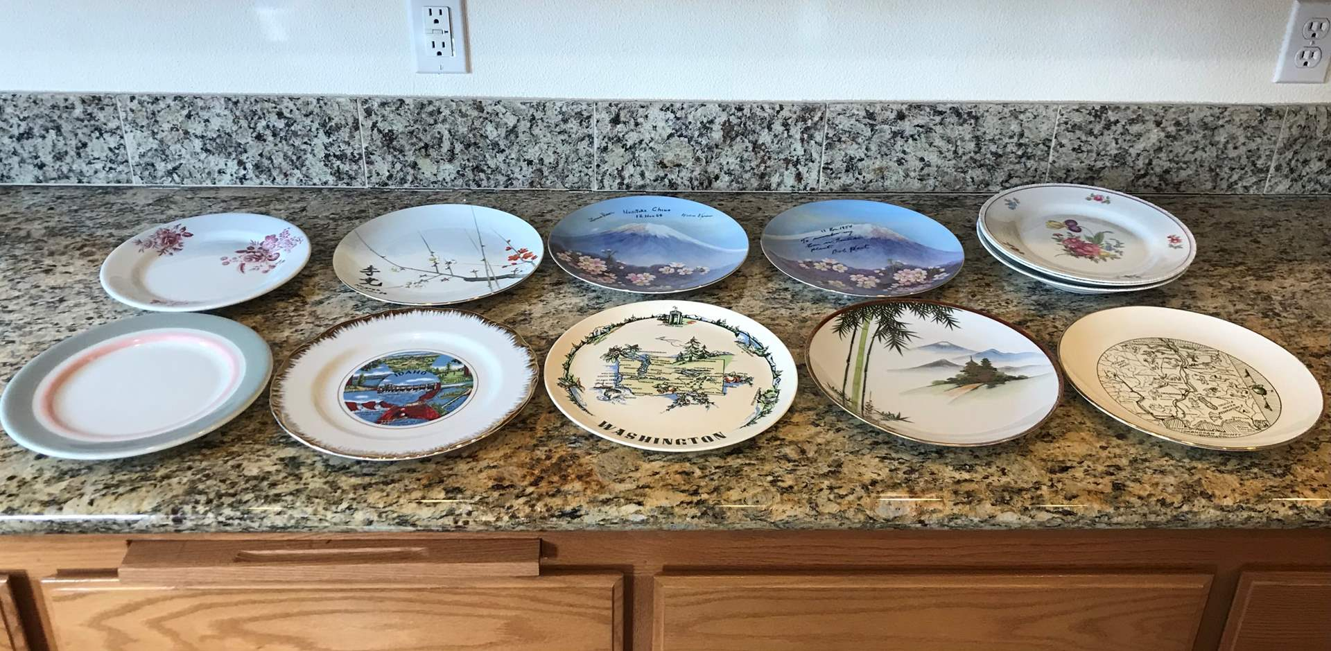 Lot # 84 - Decorative Plates & Misc. Other Plates (main image)
