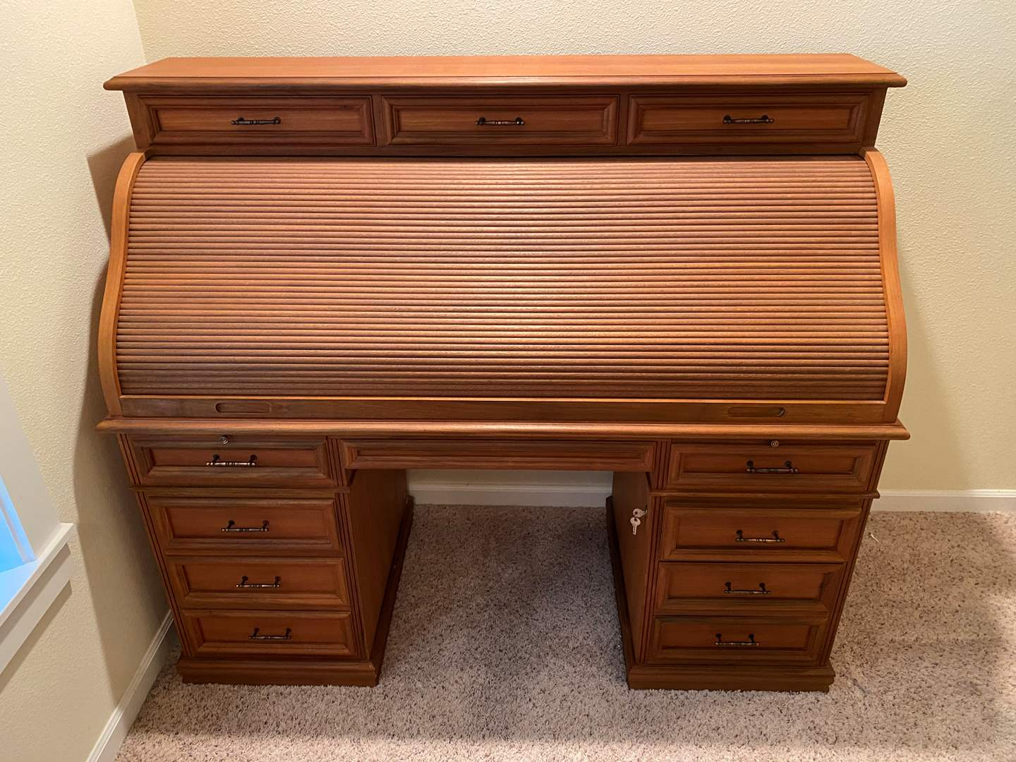Lot # 169 - Very Nice Solid Wood Roll Top Desk w/ Dovetail Drawers (main image)