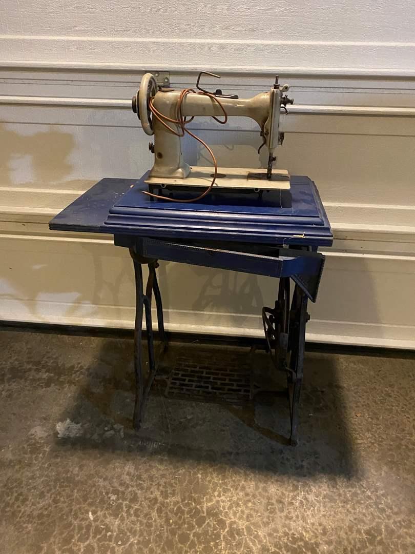 Lot # 355 - Antique Wheeler & Wilson Sewing Machine w/Cabinet (main image)