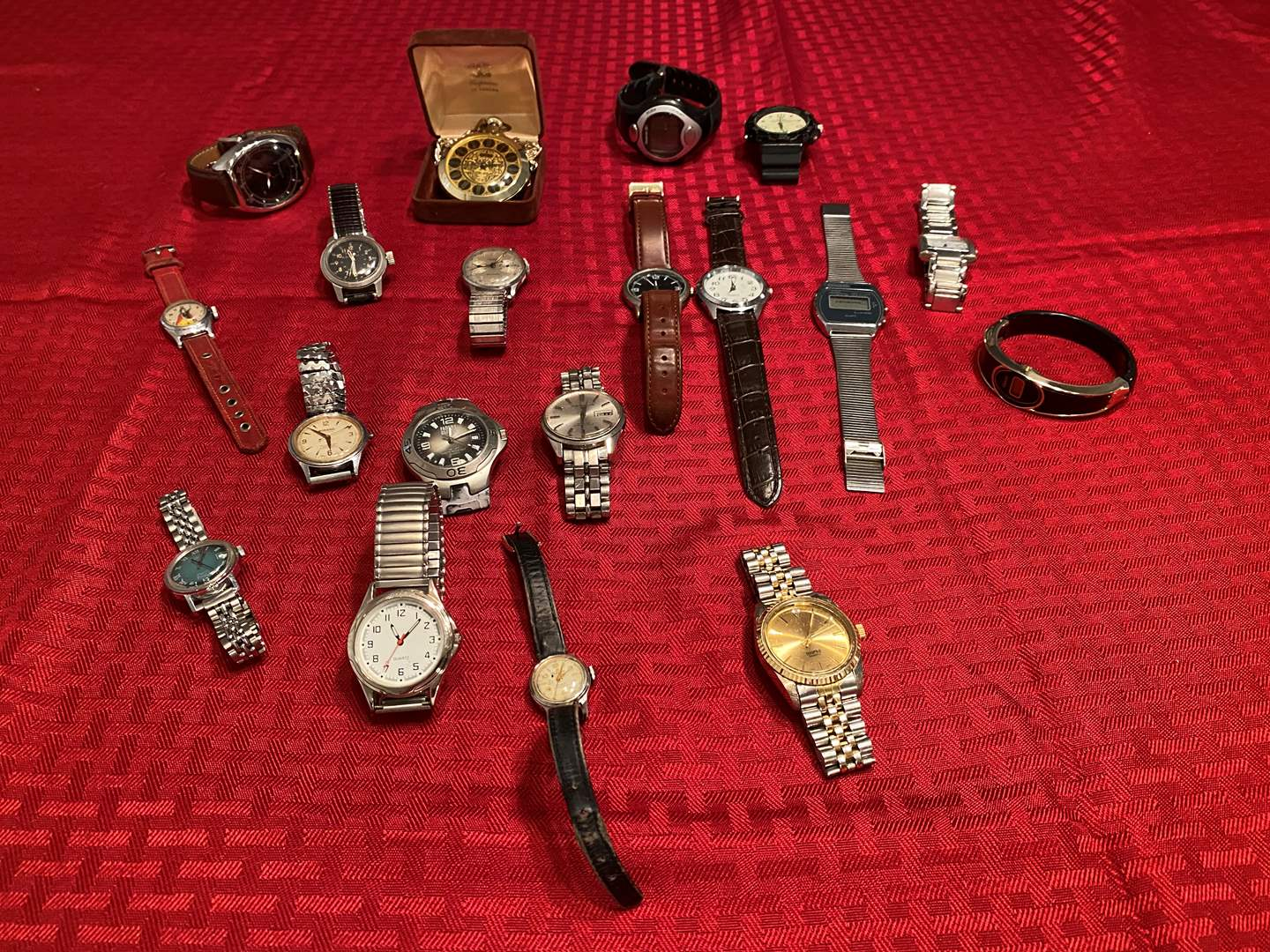 Lot # 289 - Selection of Vintage & Modern Watches. (main image)