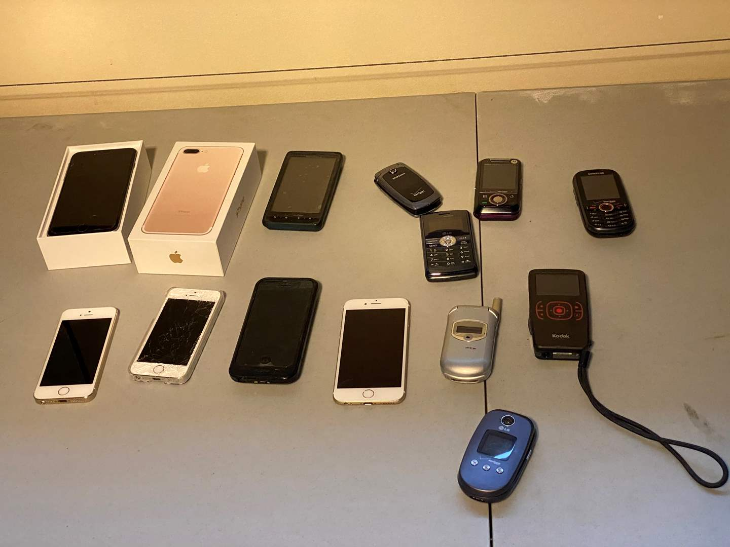 Lot # 152 - Misc. IPhones & Other Old Cell Phones (main image)