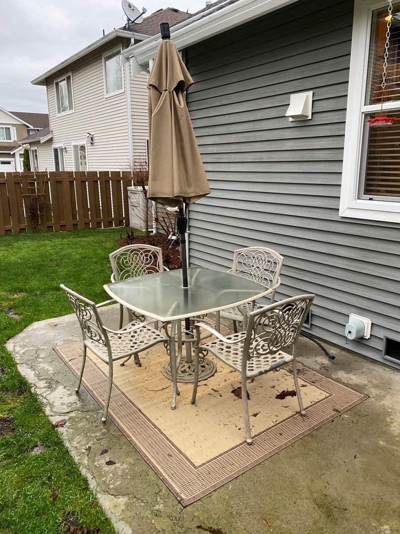 Lot # 176 - Metal Patio Set w/Umbrella & Outdoor Rug/Mat (main image)