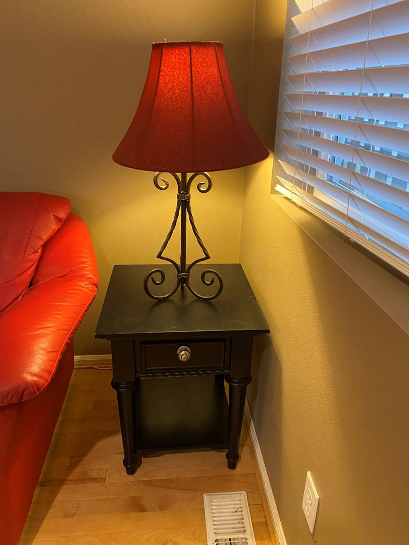 Lot # 76 - Side Table w/Metal Table Lamp  (main image)
