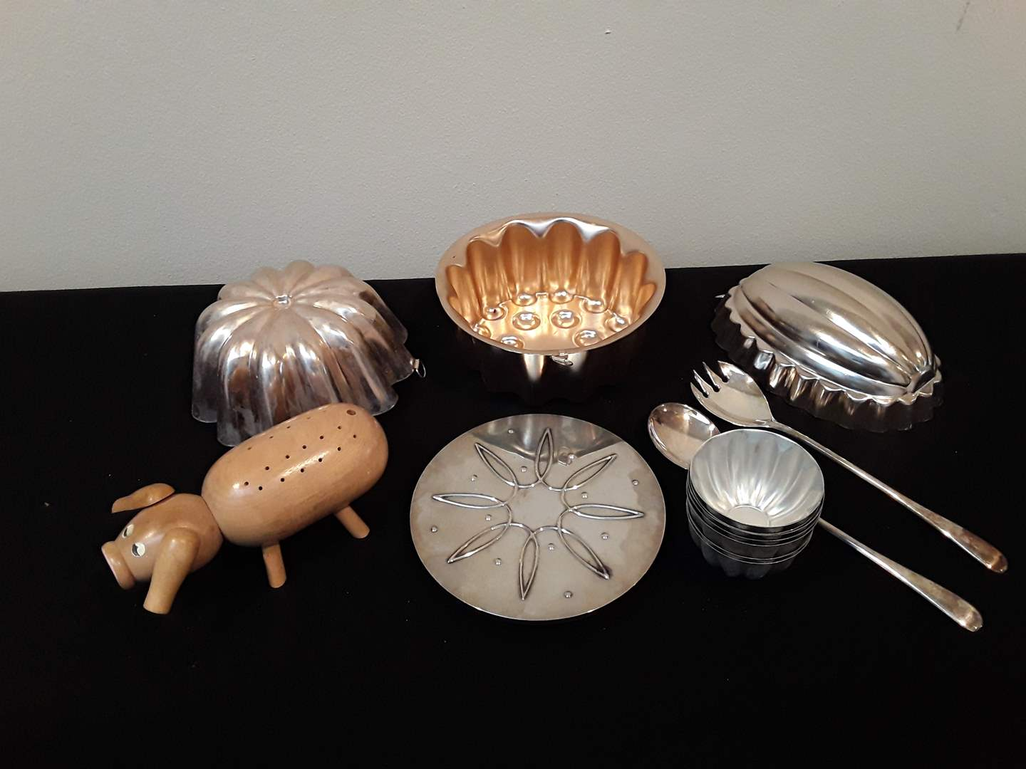 Lot # 102 - Italian Salad Server Set, Jello Molds, Wood Party Pig and Silver-Toned Trivet (main image)