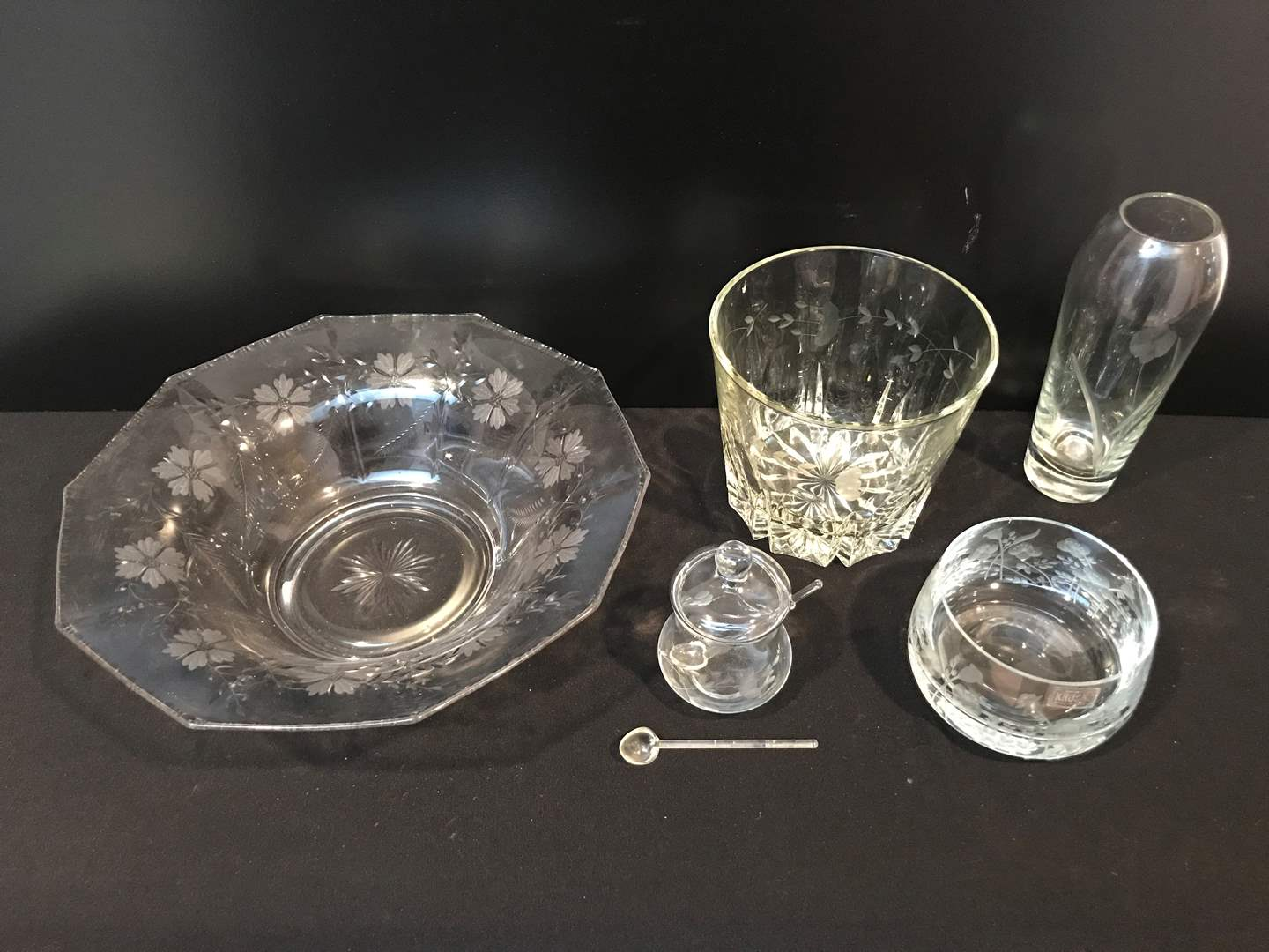 Lot # 44 - Etched Crystal Glassware (5 Pieces) (main image)