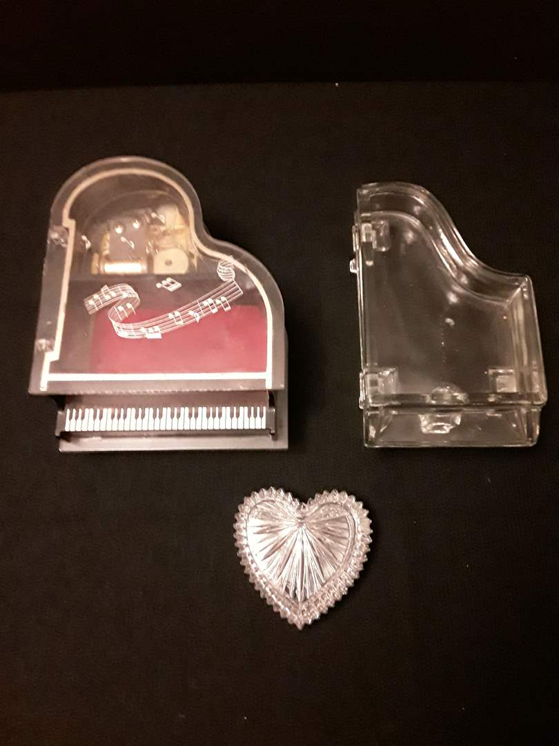 Lot # 77 - Lot of (3) Jewelry Boxes (Piano Music Box, Glass Piano, and Heart) (main image)