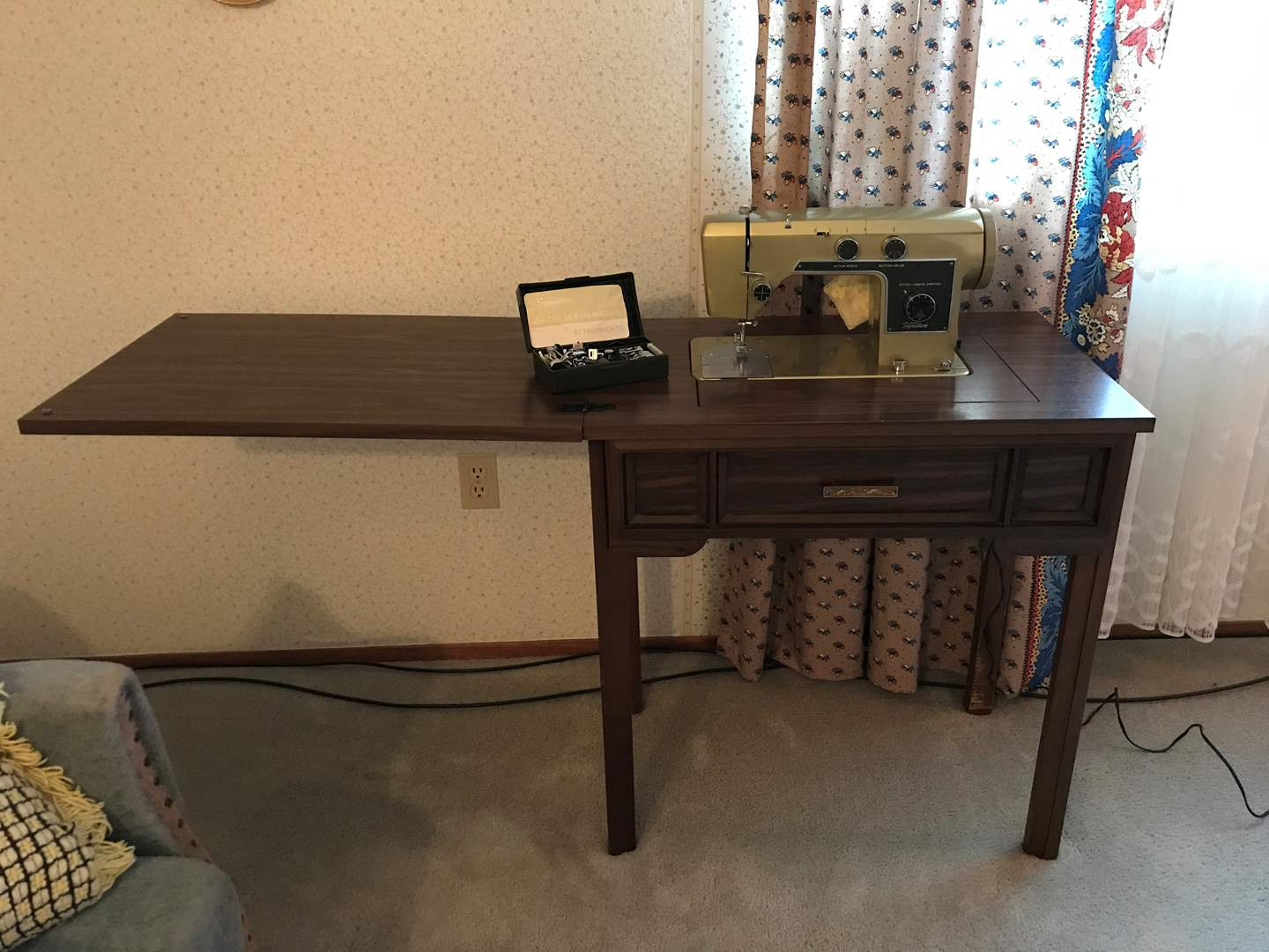 Lot # 100 - Vintage Wards Signature Sewing Machine w/Attachments in Wood Cabinet - Tested, Works (main image)